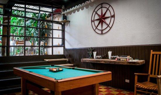 Hacia El Sur Hostal: pool table