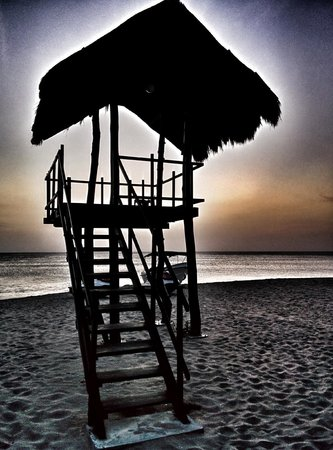 Jungle Beach by Uga Escapes : lifeguard tower