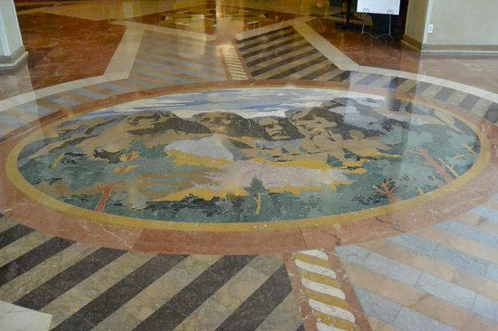 The Rushmore Hotel & Suites: Floor tiles at entrance