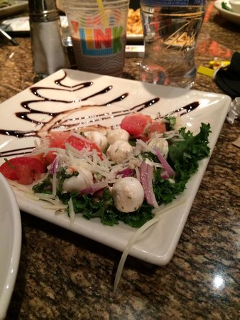 BJ's Restaurant & Brewhouse: Good salad