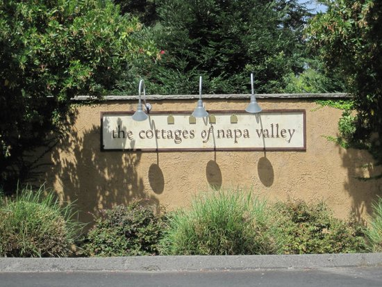Sign for The Cottages of Napa Valley.