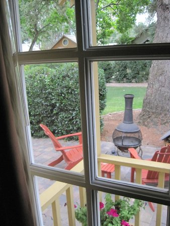 The Cottages of Napa Valley: The patio view from our front window.