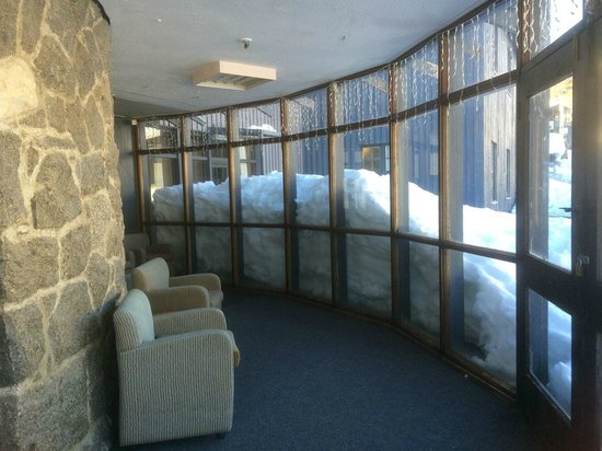 Kosciuszko Chalet Hotel: View from one of the lounge areas