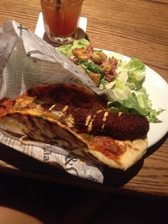 Elephant & Castle: Slum Dog- Panko breaded, deepfried, in naan bread