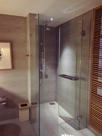 Nap Patong: Bath room