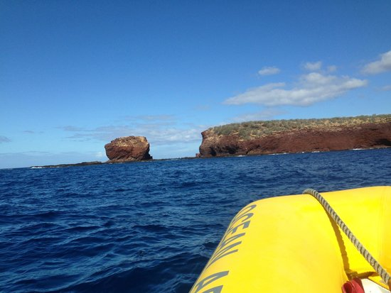 Pacific Whale Foundation: Sweetheart Rock from the bow of the boat