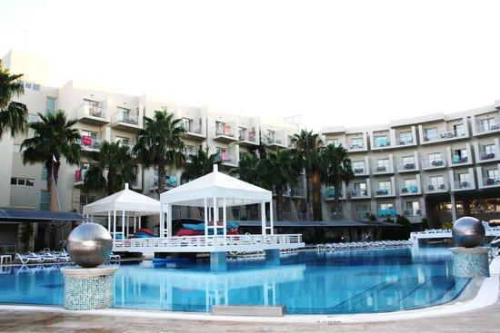 La Blanche Resort & Spa: Piscine