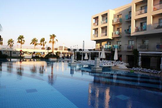 La Blanche Resort & Spa: Piscine 2ème