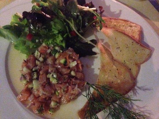 Coco51 Restaurant & Bar, by the Sea: de zalm tartaar