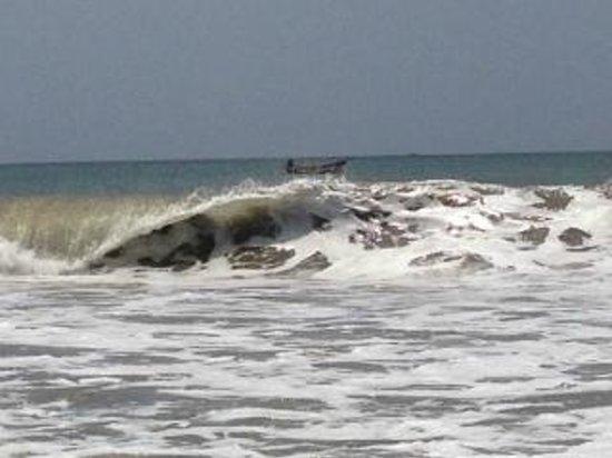 The Serenity Hotel & The FishLion Restaurant : Morning waves