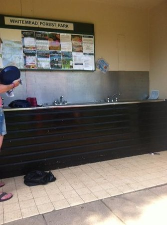 Whitemead Forest Park: dish washing area