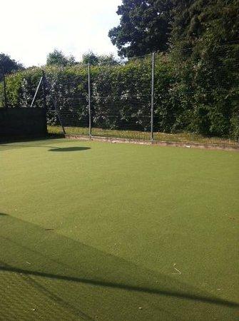 Whitemead Forest Park: basketball court