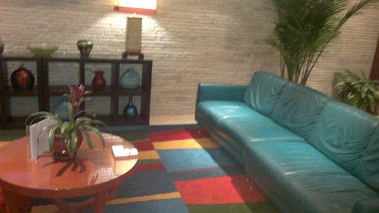 Best Western Atlantic Beach Resort: lobby muy colorido