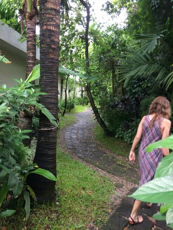 Heritage Suites Hotel : The gardens, getting to the room
