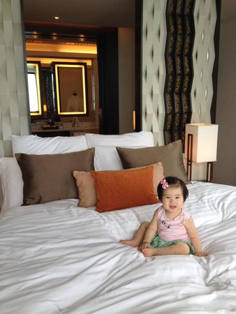 Conrad Koh Samui Resort & Spa : Our baby on the round master bedroom bed