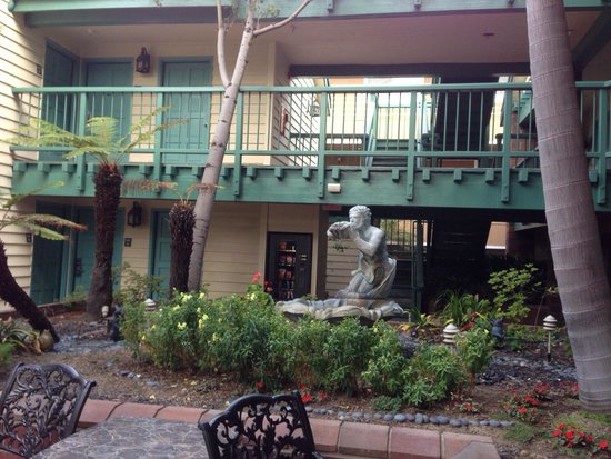 Best Western Plus Dana Point Inn-By-The-Sea: Court yard