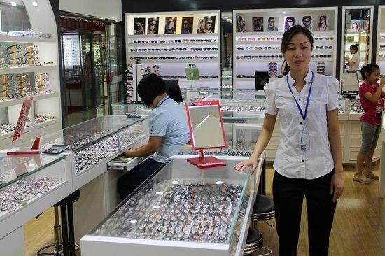 Glasses City: Lin Hua Zhun, very helpful