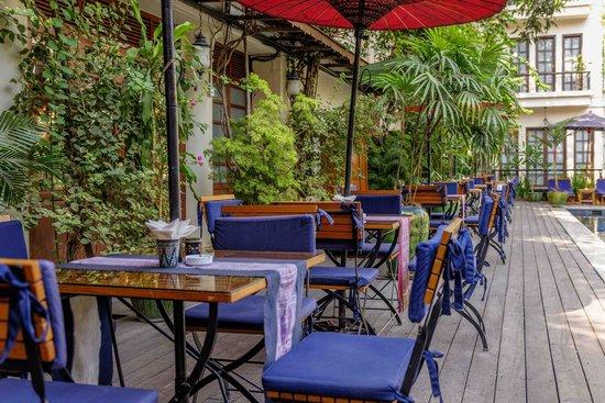 Savoy Hotel Yangon: Poolside Dining