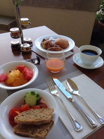 Villa Tolomei Hotel and Resort: Petit déjeuner copieux & vue sur Florence