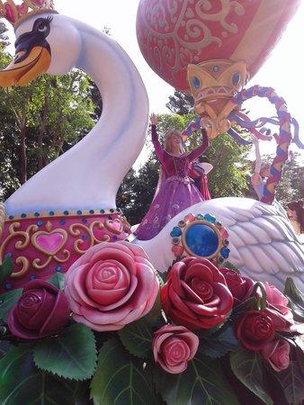 Hong Kong Disneyland: parade of characters comes to life