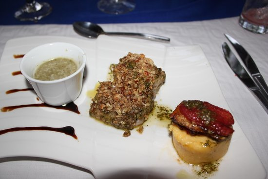 Club Med Ixtapa Pacific: Crusted Red Snapper with Polenta at the Luna Azul.