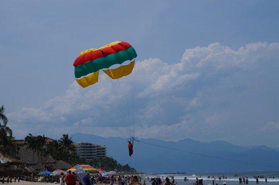 Marival Resort & Suites : Parachute riding