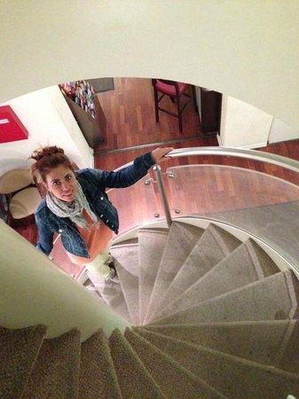 Upper Room Hotel: Лестница