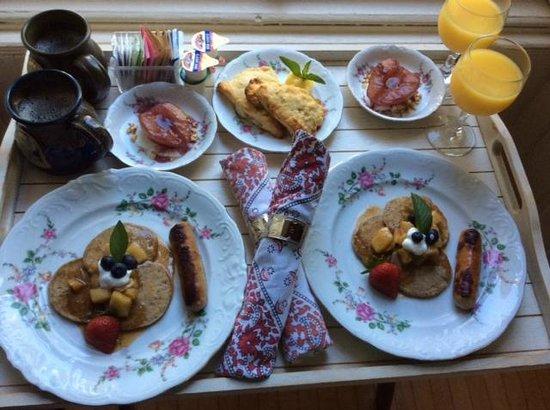 Ann Bean Mansion B&B: Breakfast tray
