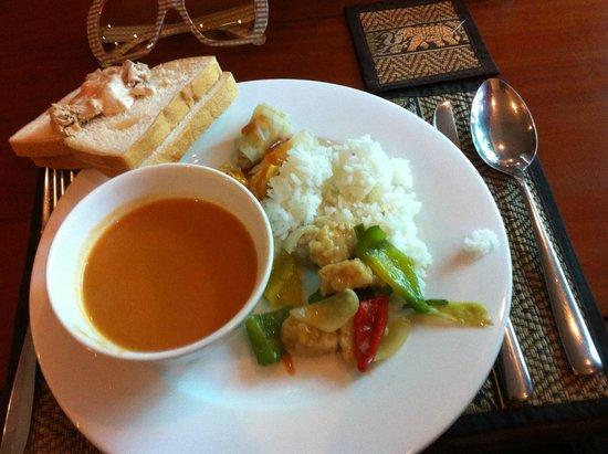 Siem Reap Evergreen Hotel: Dining