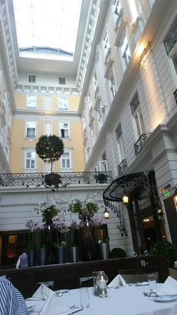 Corinthia Hotel Budapest: The dining room