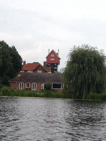 The Meare: House in the clouds