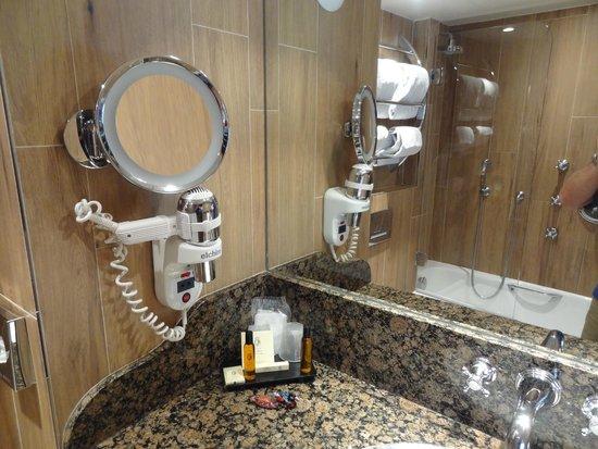 Hotel La Perle : The bathrooms have nice facilities