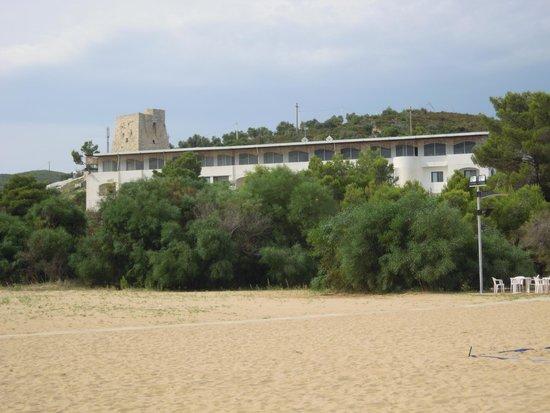 Hotel Gargano: hotel visto dalla spiaggia