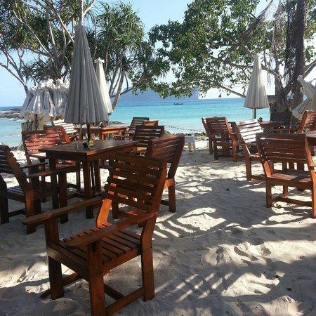 Phi Phi The Beach Resort: Тихо..,океан,.цикады