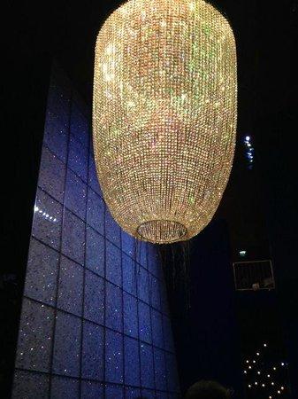 Swarovski Crystal Worlds: люстра