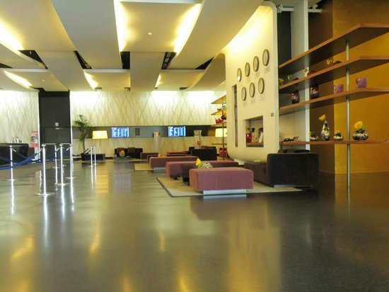Sheraton Milan Malpensa Airport Hotel & Conference Centre: Reception foyer