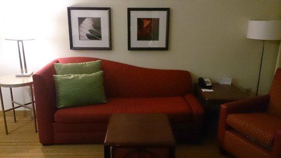 Residence Inn Little Rock: living room