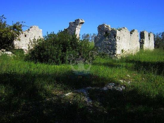 Giurdignano, Italy: Quel che rimane dell'Abbazia di Centoporte ...