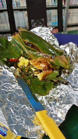 Minh Hien Vegetarian Restaurant: Stuffed tofu in banana leaf. Delicious!
