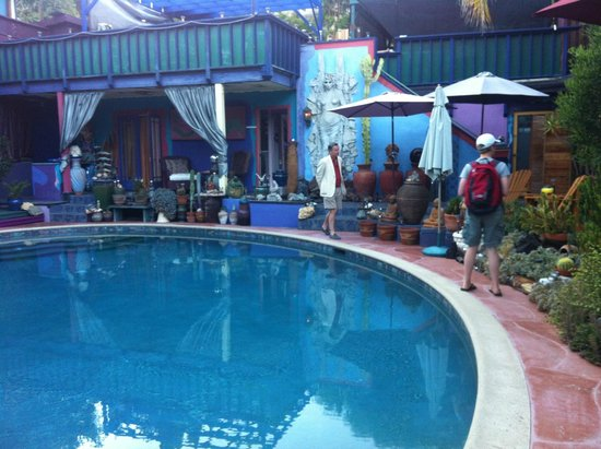 Hollywood Bed & Breakfast: checking out the pool