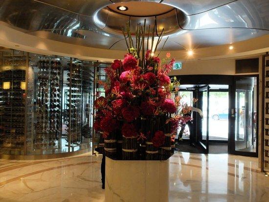 Mandarin Oriental, Geneva: Lobby Floral Decoration