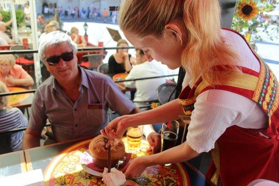 Restaurant Troika: Bon service!