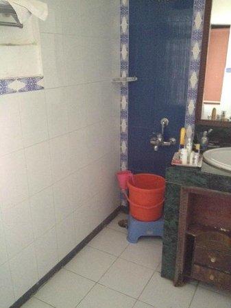 Thongsal: small bathroom