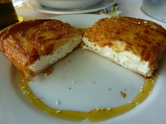 Restaurant NISI Island : The cheese pie to die for with honey and sesame seeds