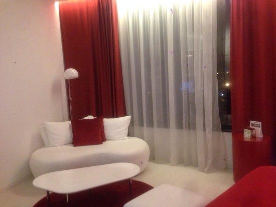 Hotel Porta Fira: Комната.