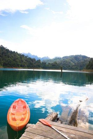 Khao Sok Smiley Bungalow: Lake