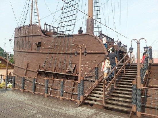 Flora de la Mar Maritime Museum: Portugal ship replica