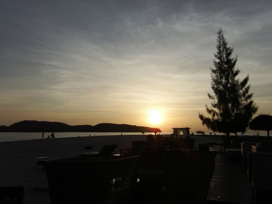 Meritus Pelangi Beach Resort & Spa, Langkawi: Sunset View from CBA Resturant