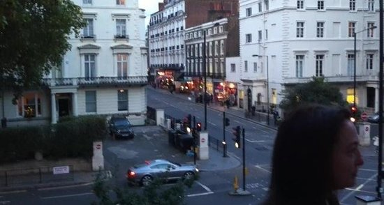 Royal Eagle Hotel: La vue de l'hôtel sur le quartier.