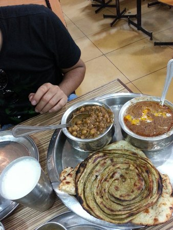 Bharawan Da Dhaba: Chole, dal, lassi